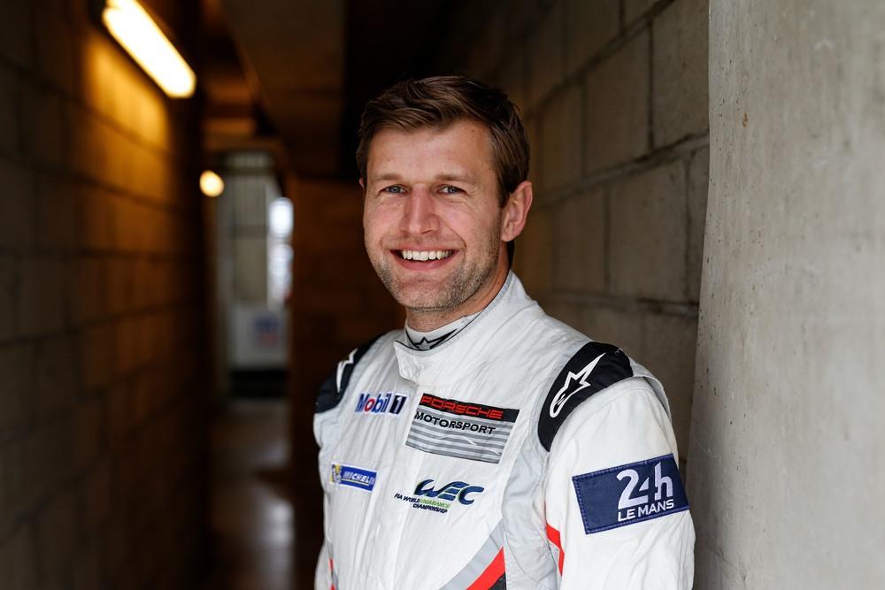 Пилот Porsche GT Team Михаэль Кристенсен