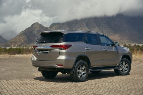 Toyota Fortuner заметили на автовозе