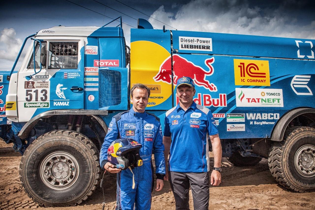 Аркадий Дворкович протестировал спортивный грузовик команды «КАМАЗ-мастер»