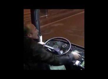 Водитель автобуса станцевал лезгинку на полном ходу
