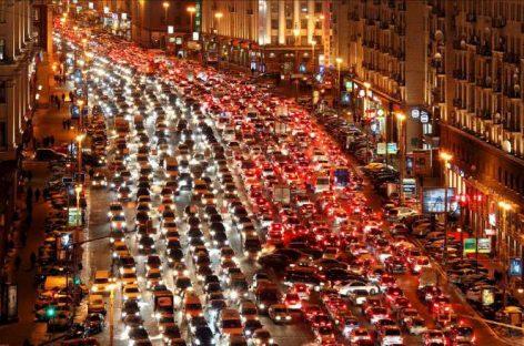 Автотранспорт назван главной причиной грязного воздуха в Москве