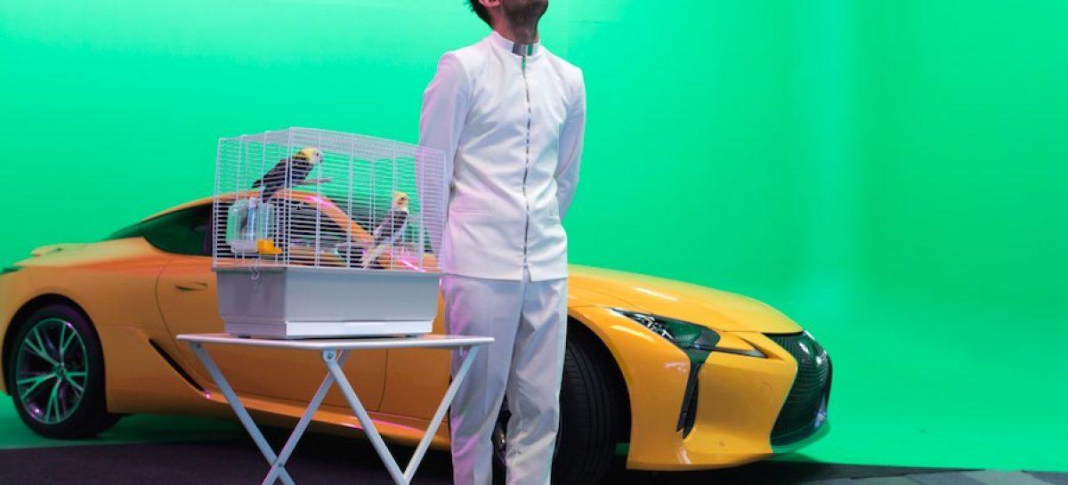 Lexus LC 500 в постановке «Клетка с попугаями»