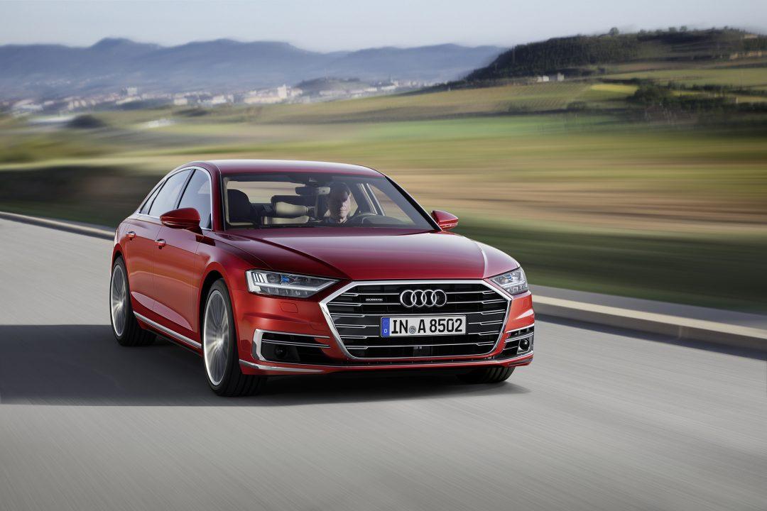 Audi A8 в движении 1