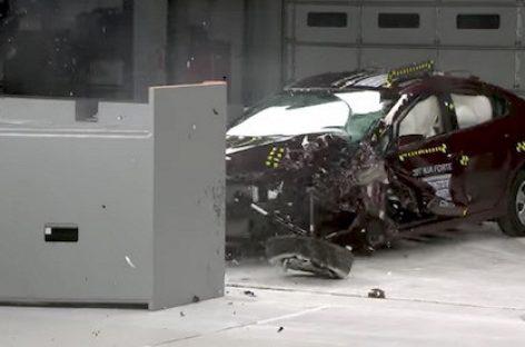 Kia Cerato 2017 получил максимальную оценку по итогам краш-тестов