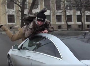 """Сбитого активиста """"Стоп Хам"""" обвинили в умышленном уничтожении имущества"""