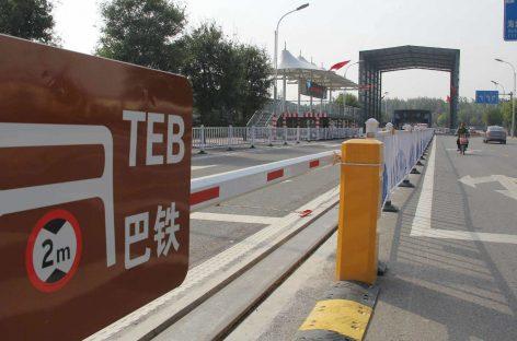Создателей китайского автобуса-тоннеля задержали за мошенничество