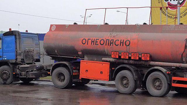 машина с топливом_поддельный бензин