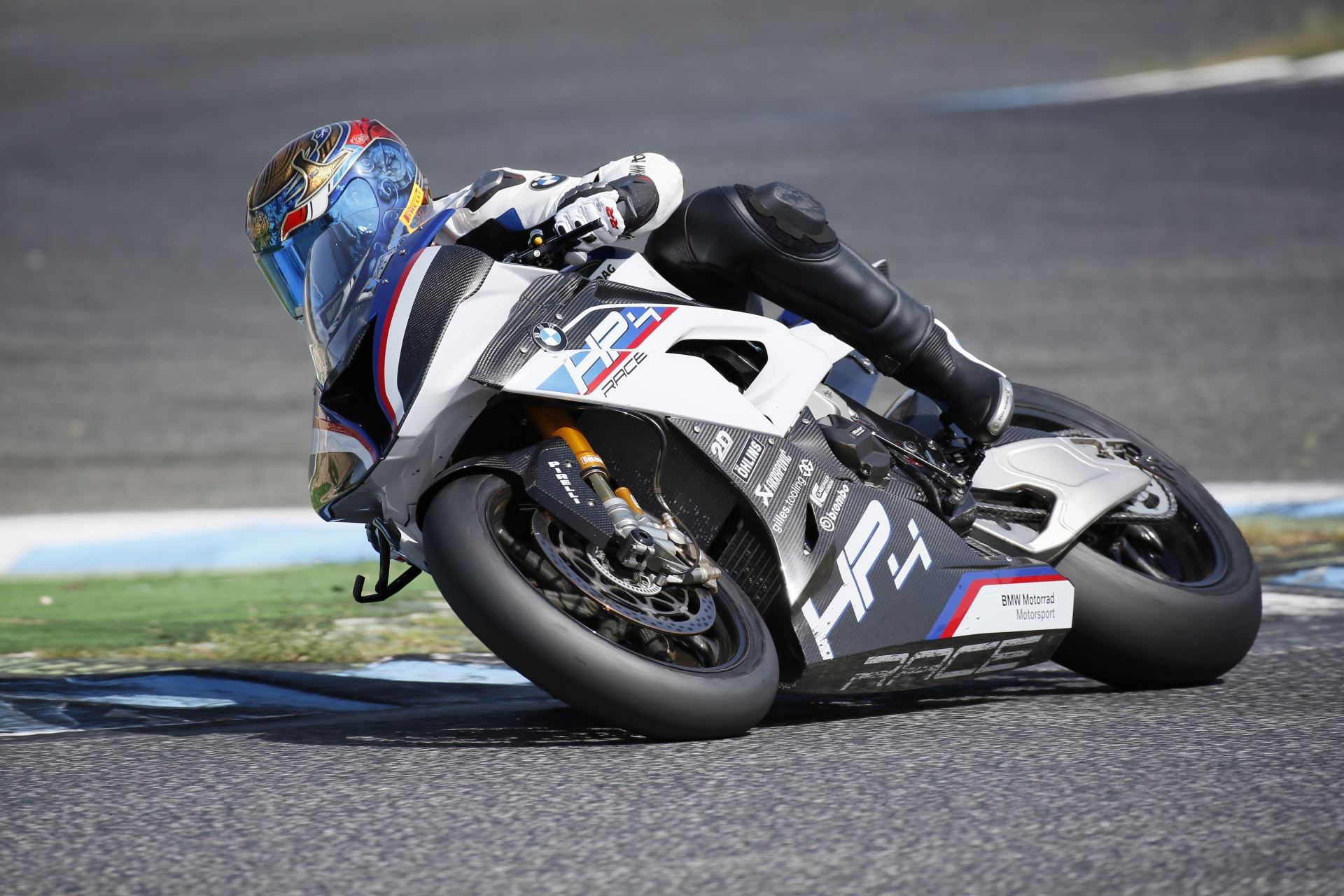 highRes_bmw-hp4-race-06-2017_5