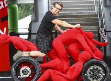 Honda создала автомобиль и спортбайк из людей