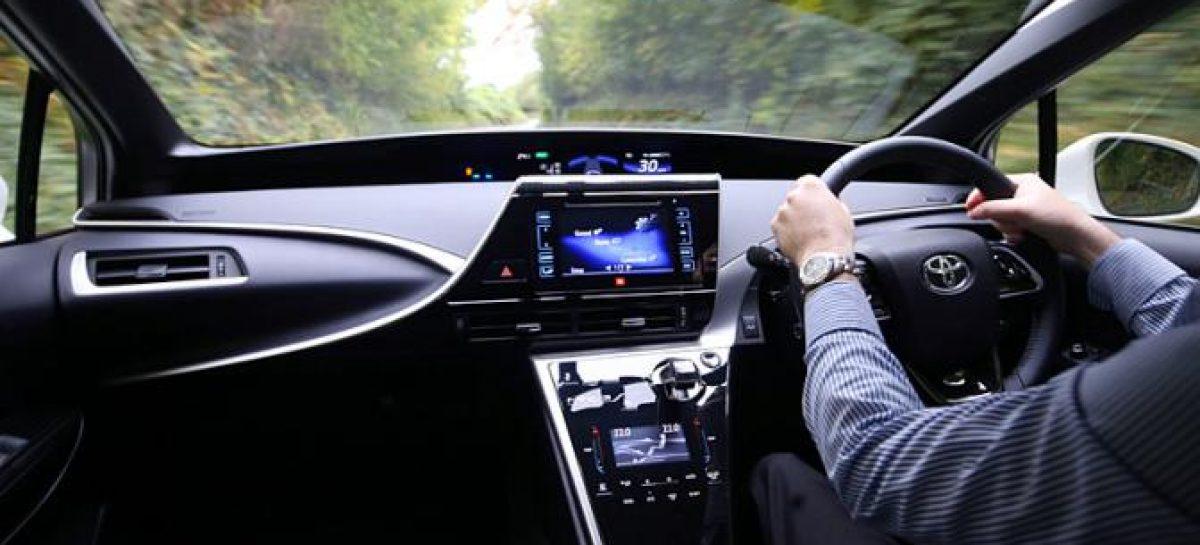 В РФ более 3 млн легковых автомобилей с правым рулем