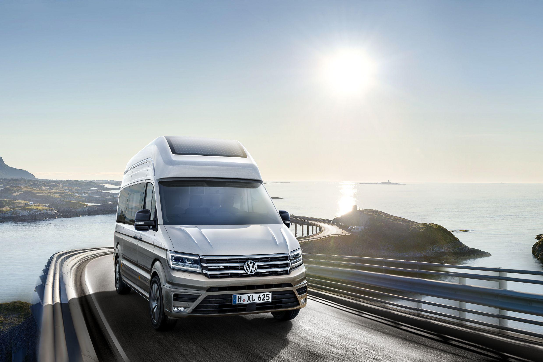 Представленная концептуальная модель California XXL — это предлагаемый автопроизводителем из Ганновера более крупный, «взрослый» вариант автомобиля для путешественников.