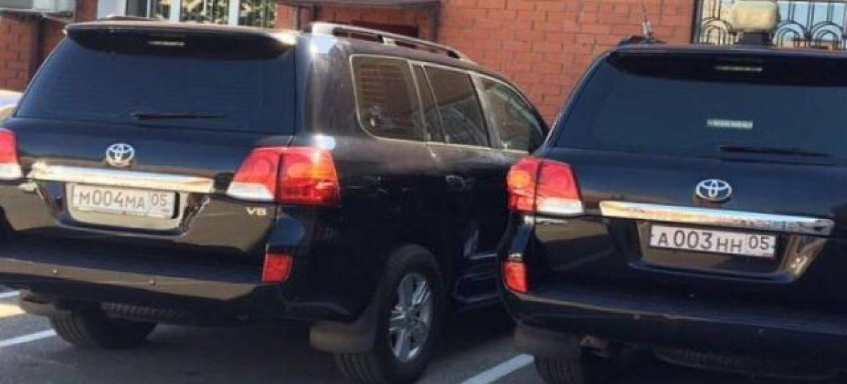 В кортеже мэра Махачкалы обнаружили украденный Land Cruiser