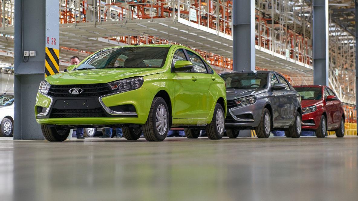 Причины повышения цен «АвтоВАЗ» дилерам не пояснил. Представитель автоконцерна не стал этого комментировать.