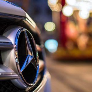 Подушки безопасности для пешеходов от Mercedes-Benz