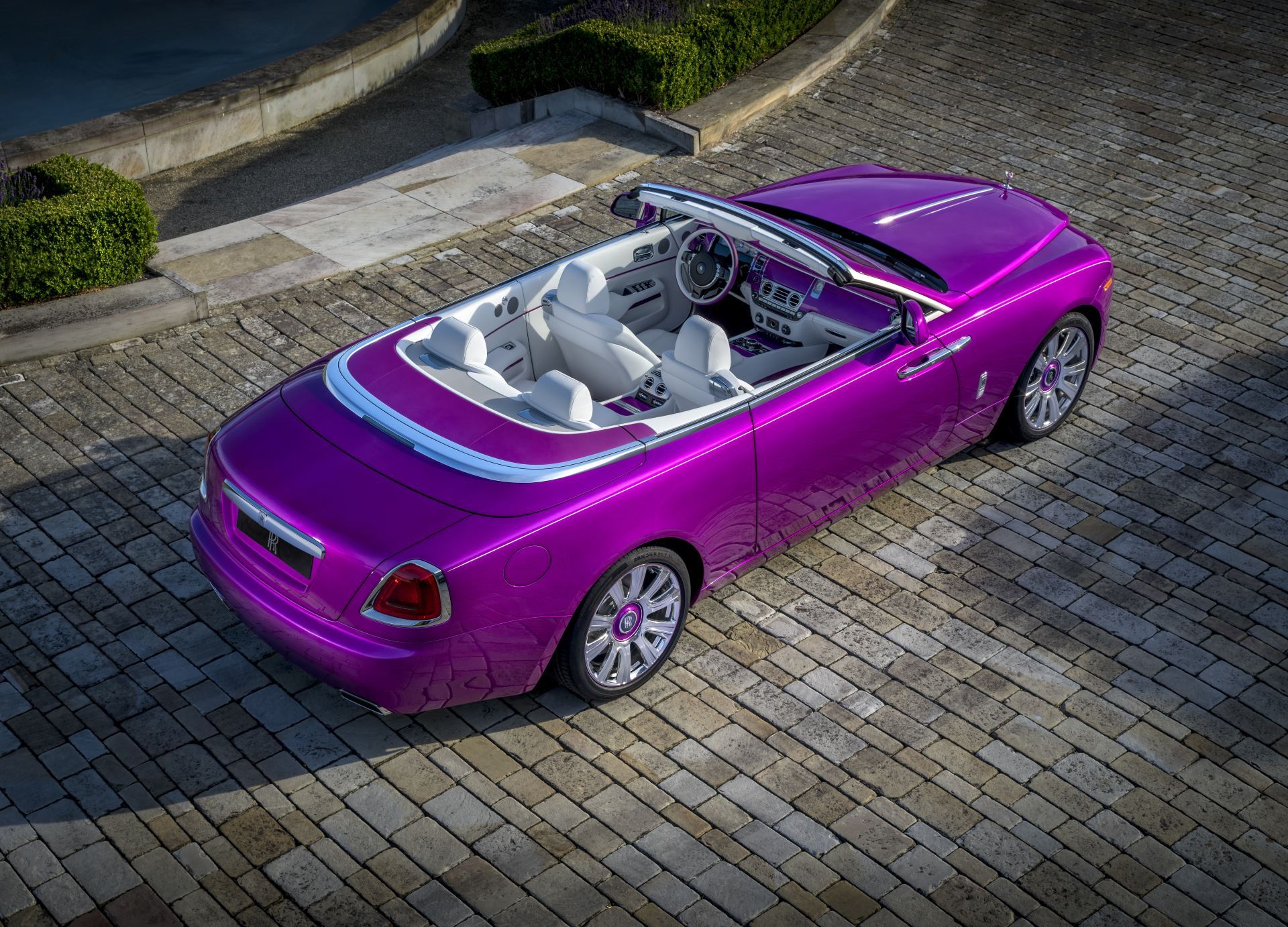 Rolls-Royce цвет Dawn in Fuxia