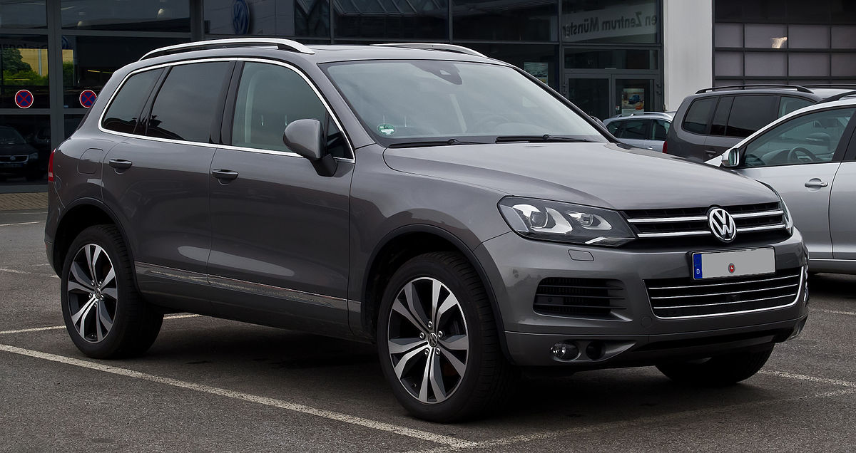 Volkswagen Touareg — среднеразмерный кроссовер компании Volkswagen, производится с 2002 года. В настоящее время автомобиль выпускают на заводе Volkswagen в Братиславе и Калуге.