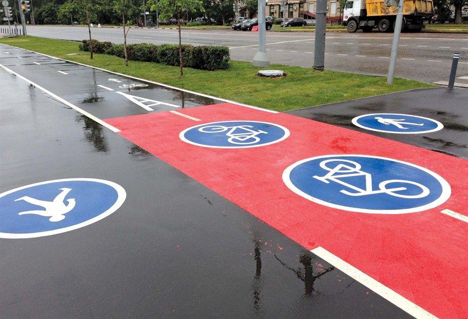 дорожные знаки на дороге
