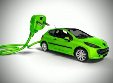 Электрокары обогнали по популярности автомобили на «механике»