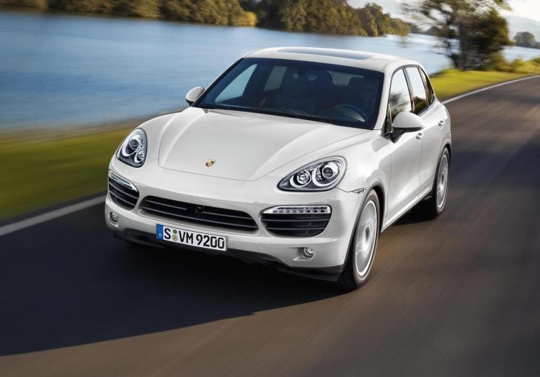 Porsche Cayenne — пятиместный среднеразмерный спортивный кроссовер производства немецкой автомобилестроительной компании Porsche.