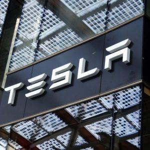 Акционеры Tesla против реорганизации