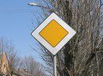 Круговые перекрестки получат статус главной дороги
