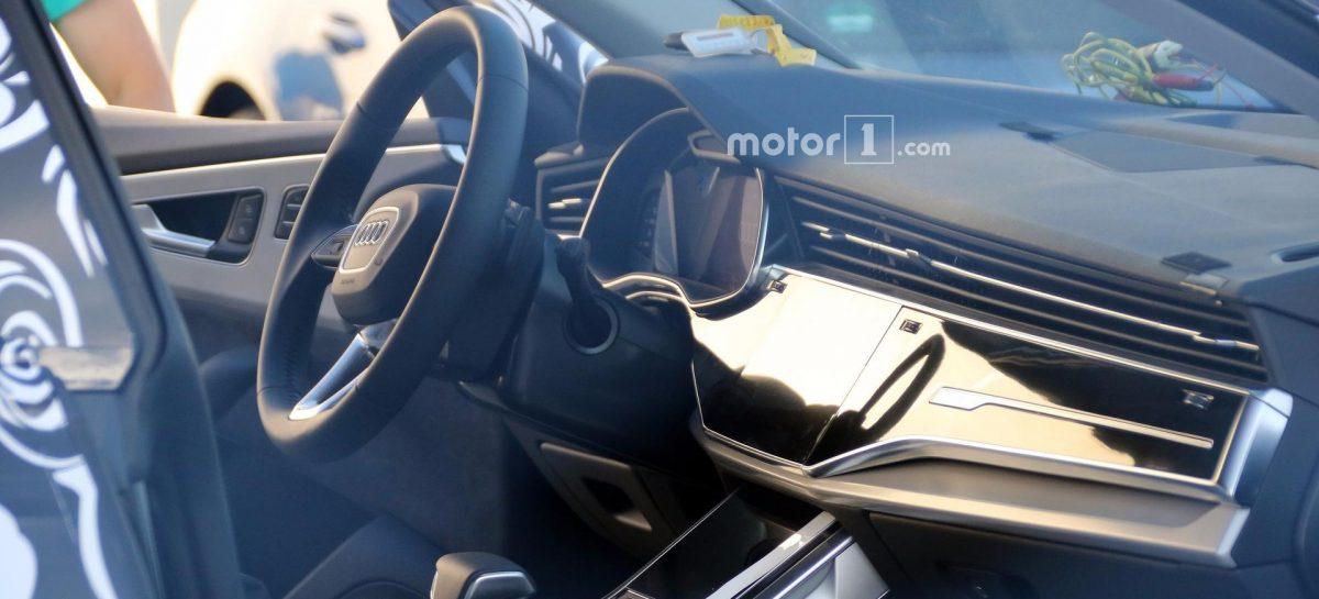 Первые фото интерьера Audi Q8