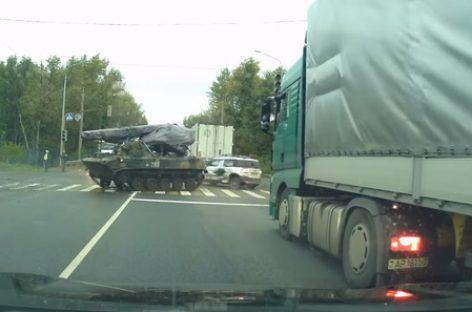 Дрифт армейского БМД на дорогах Рязани