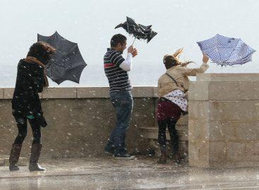 Пешеходов и автомобилистов в Москве призвали быть осторожнее в связи с ухудшением погодных условий