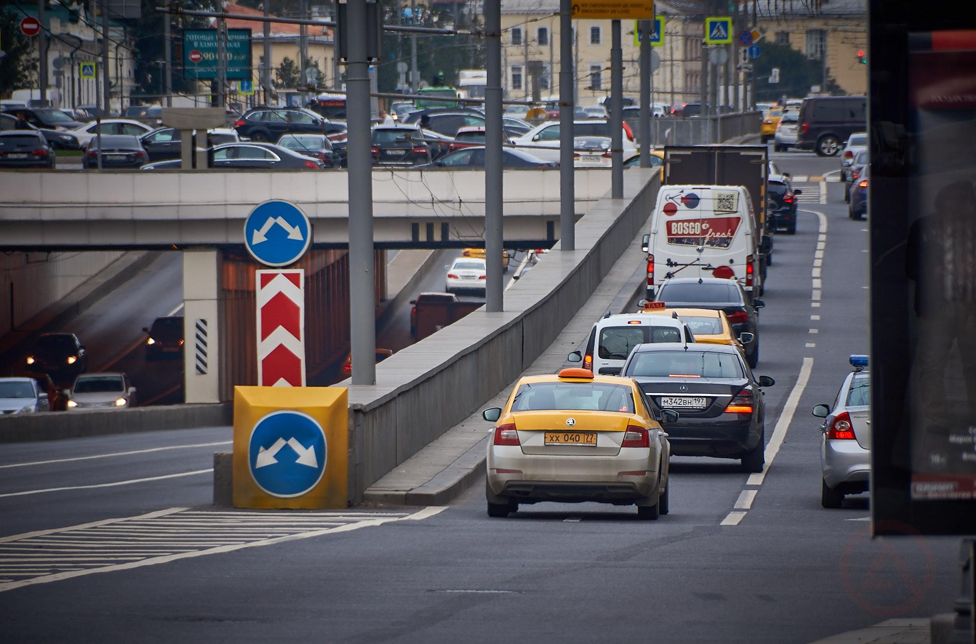 Москва пробки движение транспорт центр садовое кольцо Новый Арбат такси