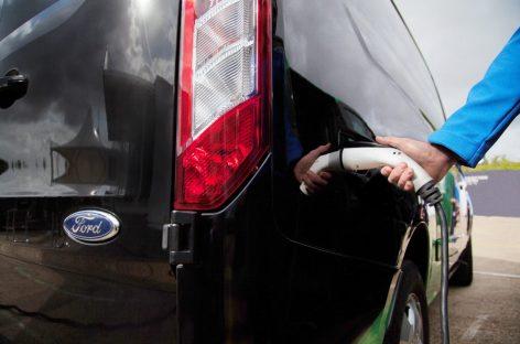Серийный подключаемый гибридный фургон Ford
