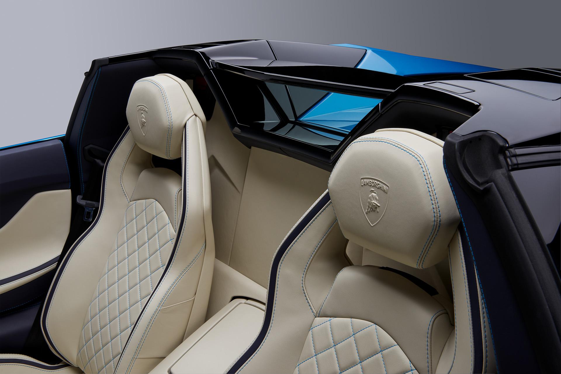 Lamborghini Aventador S Roadster сидения