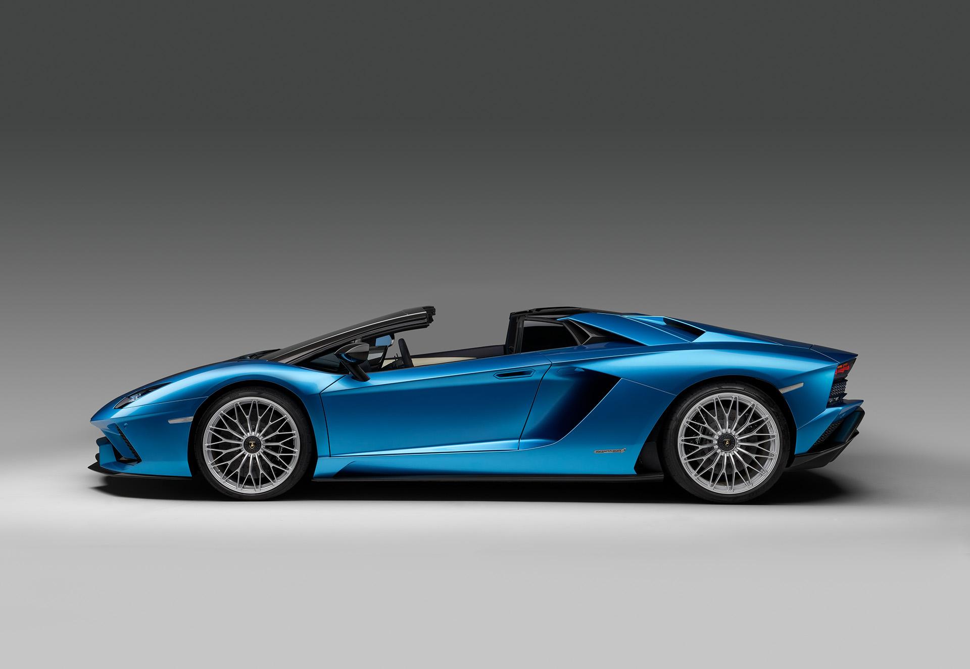 Lamborghini Aventador S Roadster вид сбоку