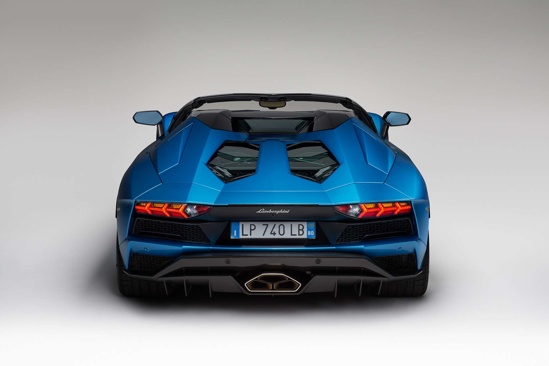 Lamborghini Aventador S Roadster вид сзади