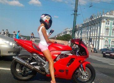 Количество легковых автомобилей в Петербурге сократилось