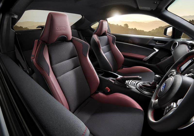 Subaru BRZ STI Sport-интерьер