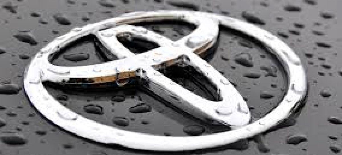 Автомобили Toyota в 11-й раз признаны внедорожниками года в России