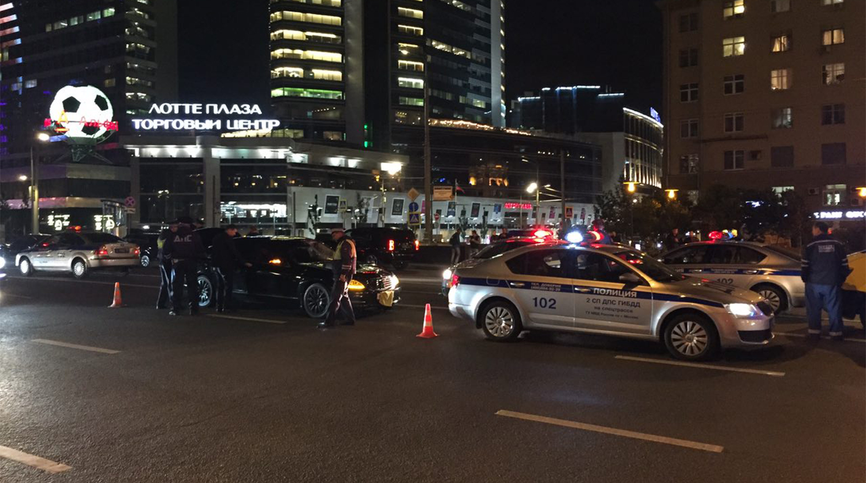 Мерседес А896МР97 сбил сотрудника ГАИ на Новом Арбате