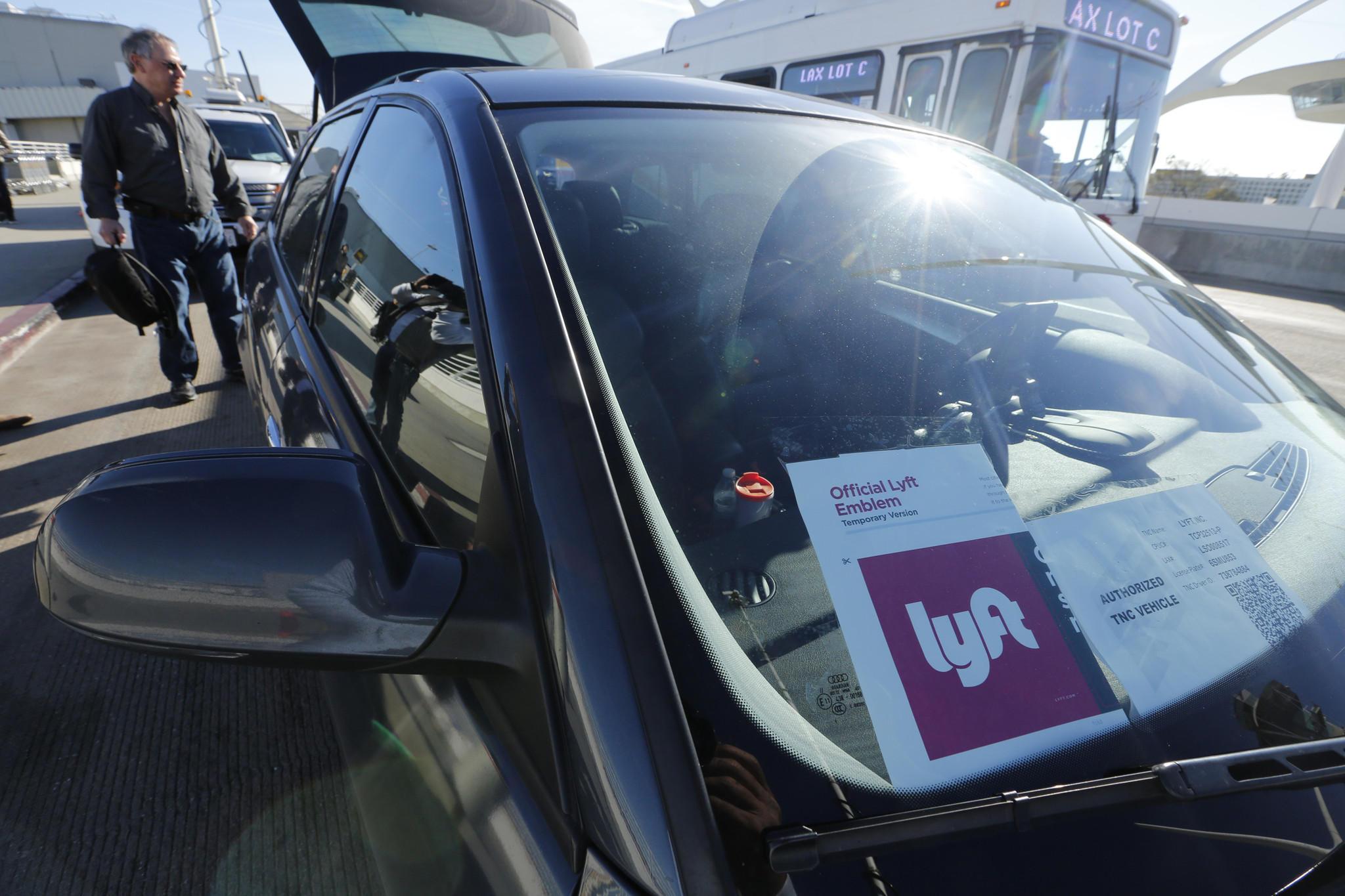 Форд начнет поставку первых беспилотных авто для Lyft в 2021г.