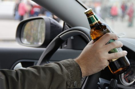 Почти половина российских водителей садятся за руль с похмелья