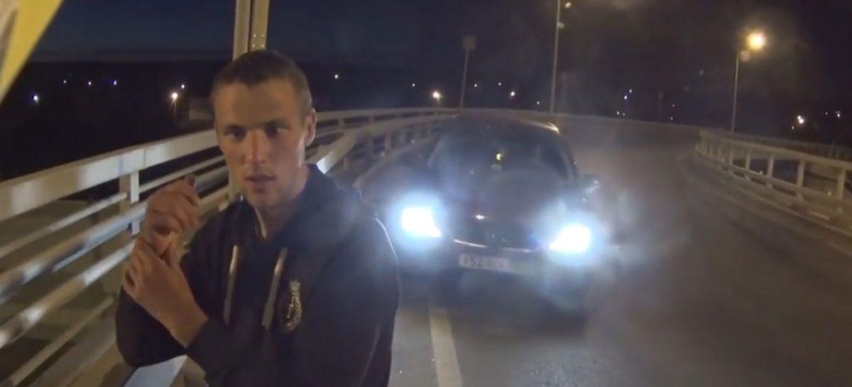 Минское шоссе: байкер спас человека от самоубийства