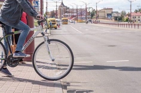 В Петербурге велосипедист выстрелил в пассажира автомобиля