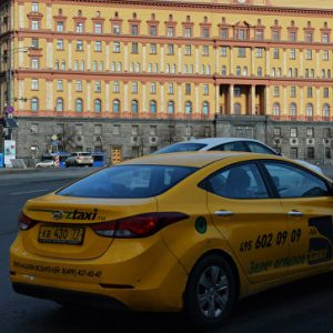 Сотрудники дептранса будут ездить на такси