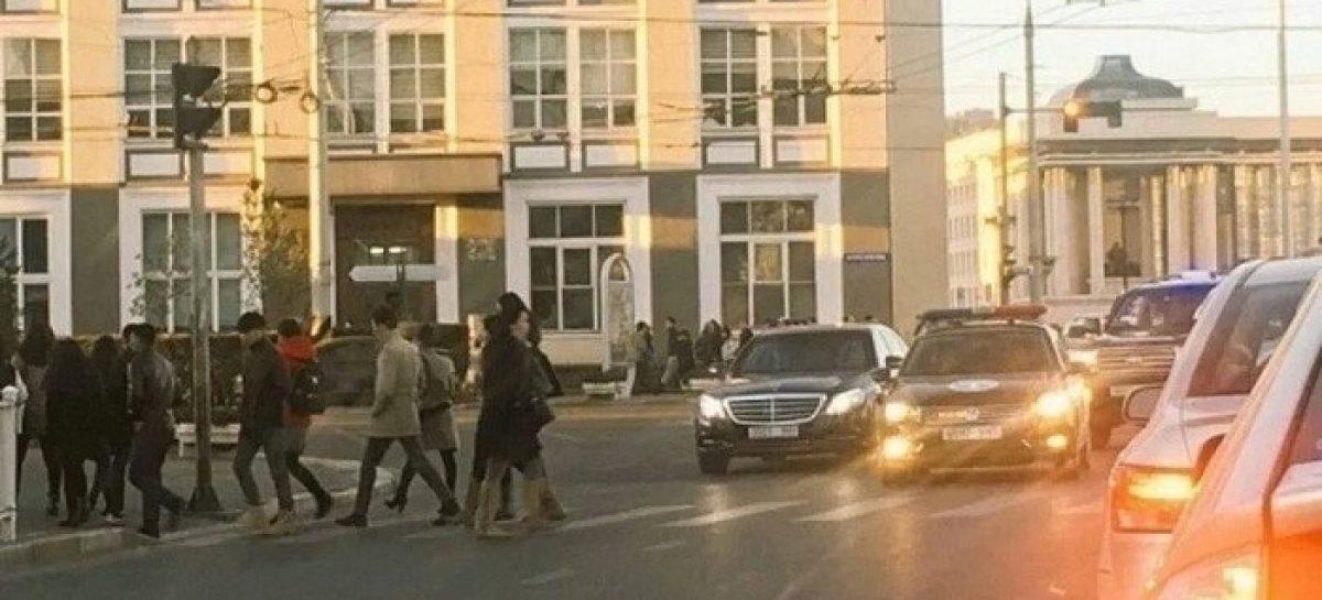 Президент пропустил пешеходов