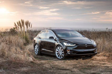 Tesla ведет себя как авто под управлением пьяного водителя