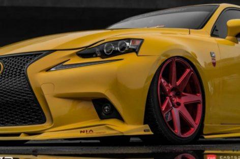 Lexus IS в желтом цвете