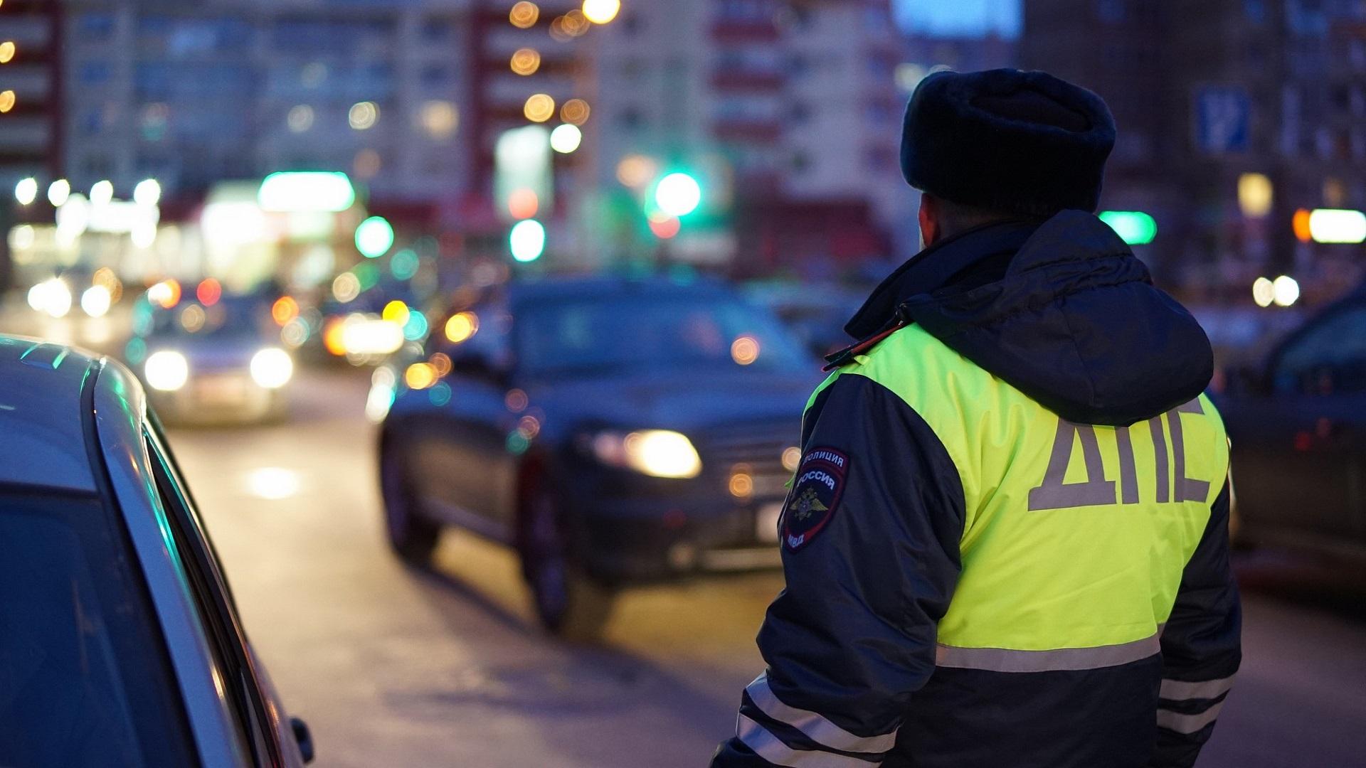 В Челябинской области нарушитель провез на капоте инспектора ГИБДД