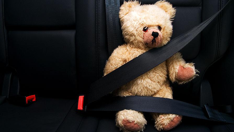 игрушка в машине