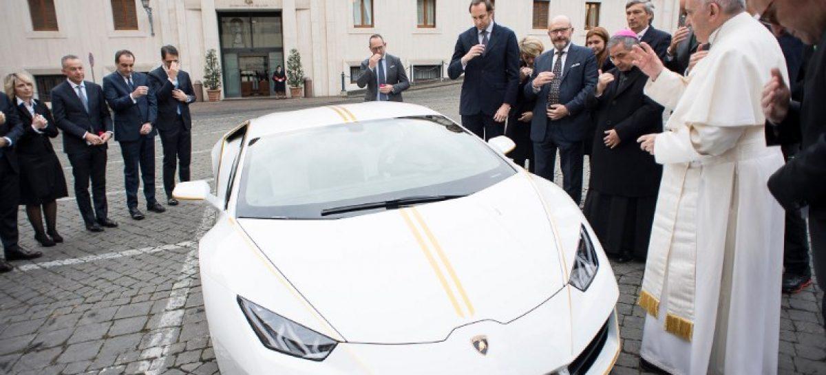 Lamborghini папы Римского уйдёт с молотка