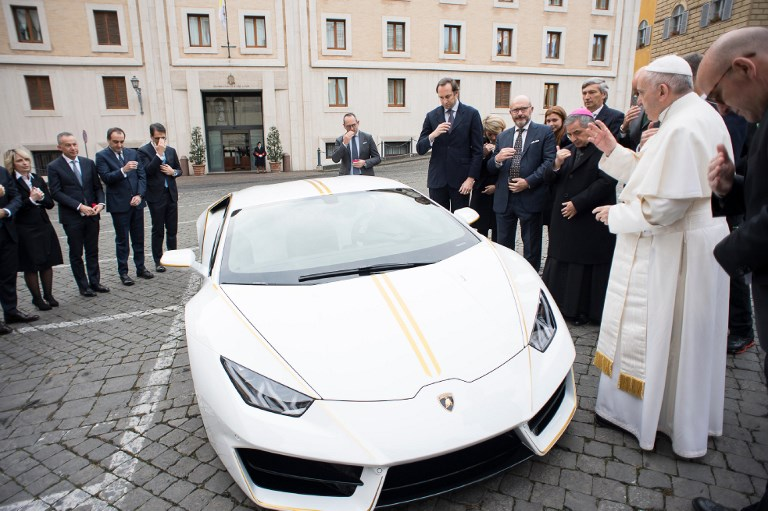 Франциск папа Lamborghini Huracan