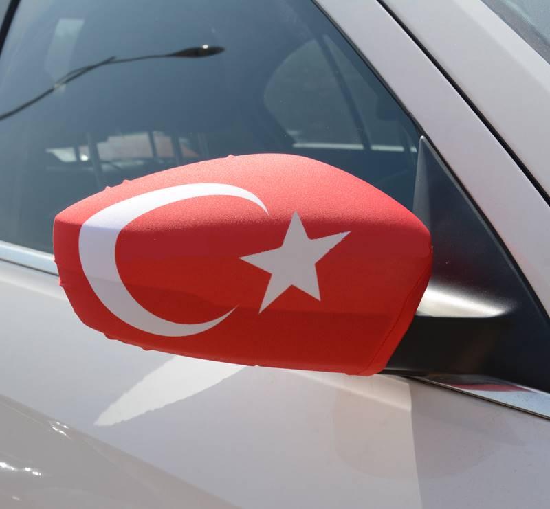 турецкий флаг на зеркале авто